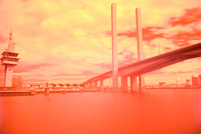 http://experimentaldigitalphotography.com/2008/02/28/the-importance-of-the-eyepiece-shutter/